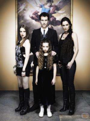 http://teampima.blogia.com/upload/20110222200115-24022-la-familia-de-demonios-protagonista-de-angel-o-demonio.jpg